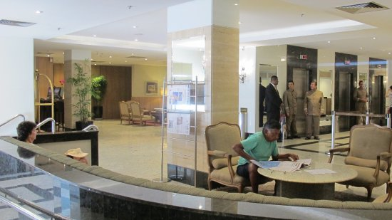 Windsor Florida Hotel: Notice hotel staff at elevators ready to aid clients