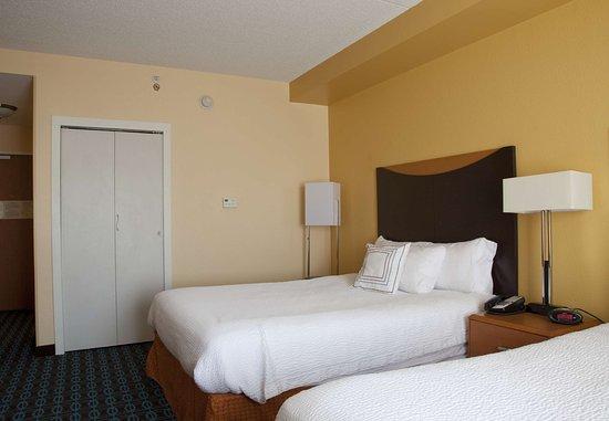 Bedford, PA: Queen/Queen Guest Room