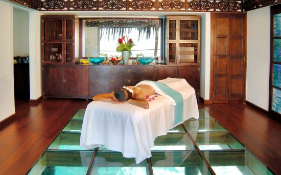 Canouan: Spa - Overwater palapa