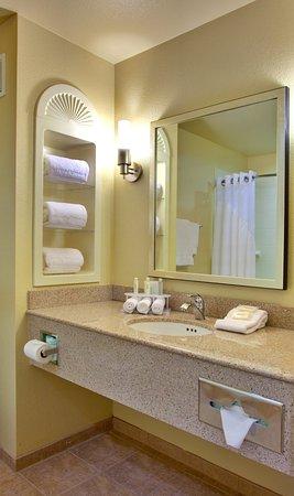 Lake Elsinore, CA: Guest Bath Room