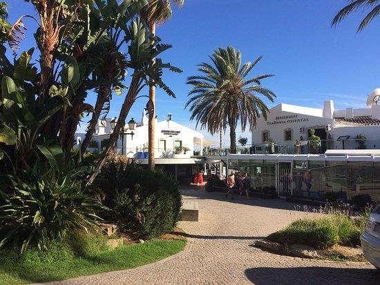 Vale do Lobo, Portugal: Vale de lobo praca for restaurants and bars