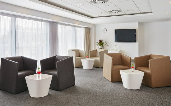 Crowne Plaza Manchester City Centre: Arene Suite - informal layout
