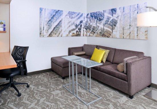 Romulus, MI: Studio Suite - Seating Area