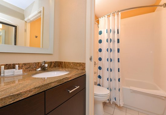 Roseville, CA: Suite Bathroom
