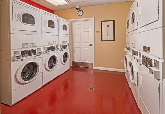 Clinton, MD: Guest Laundry