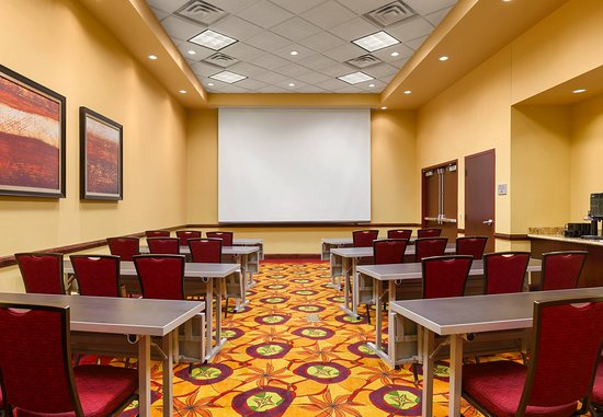 La Vista, NE: Courtyard I Meeting Room