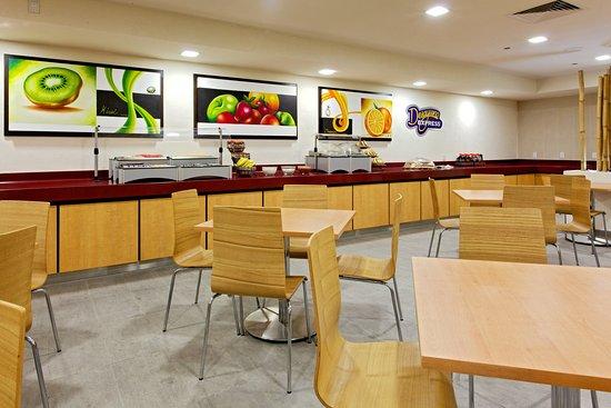 Holiday Inn Express Guadalajara Expo: Breakfast Bar