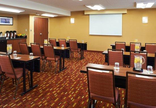 Courtyard Detroit Troy: Meeting Room - Classroom Setup