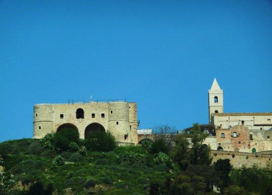 Castello e chiesa di Bernalda