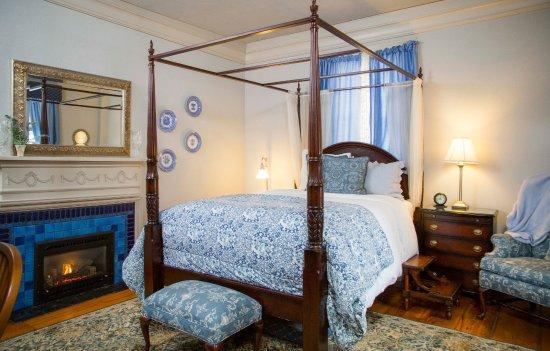 Daniel Stebbins House : Beautiful blue room