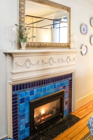 Daniel Stebbins House : Turn up the heat and relax- blue room