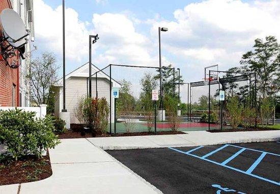 ยองเกอร์ส, นิวยอร์ก: Sport Court