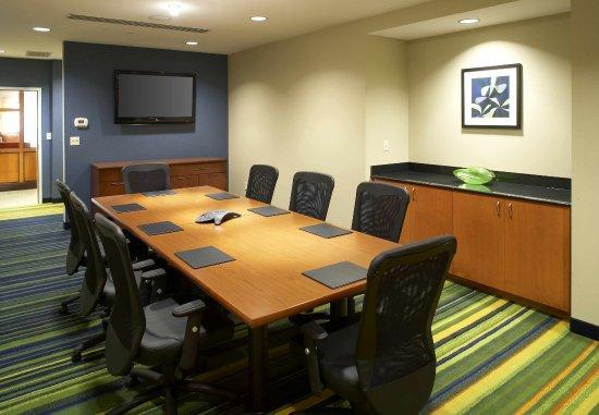 Fairfield Inn & Suites Cumberland: Executive Boardroom