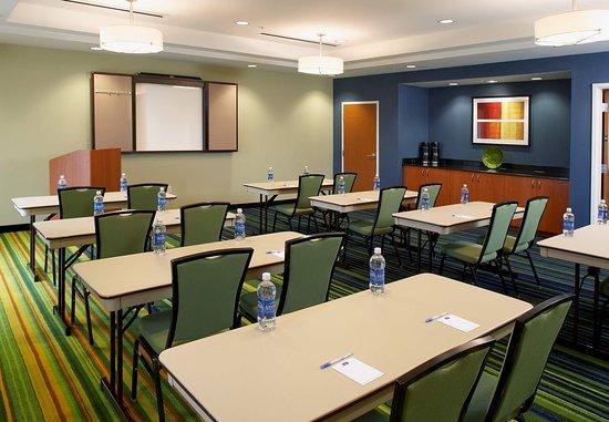 Fairfield Inn & Suites Cumberland: Meeting Room