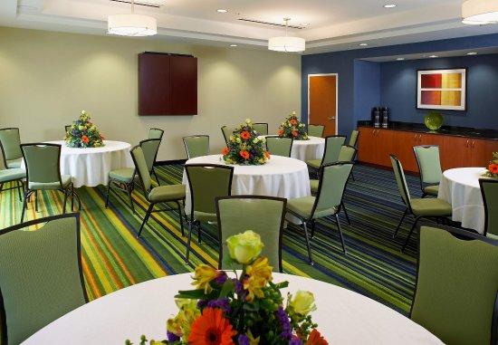 Fairfield Inn & Suites Cumberland: Banquet Room