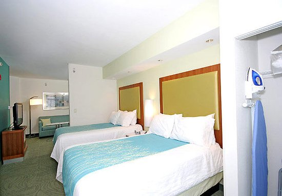 SpringHill Suites Winston-Salem Hanes Mall: Double/Double Suite Sleeping Area