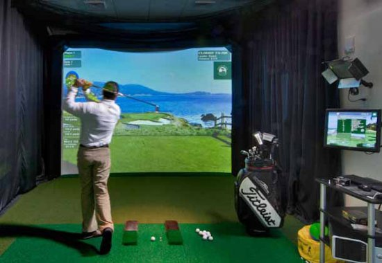 Hotel Beaux Arts Miami: Indoor Golf School & HD Golf Simulator