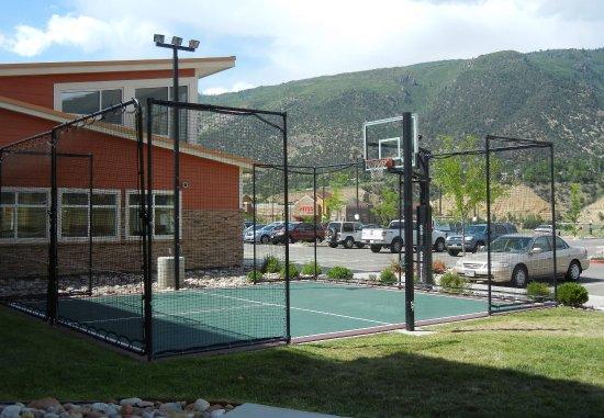 Residence Inn Glenwood Springs: Sport Court