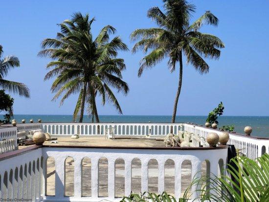 Hotel Silver Sands: Vue de la terrasse (non aménagée)