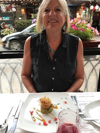 Kaiser Maximilian: Crab cake with avocado-lime puree