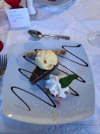 Kaiser Maximilian: Chocolate Pecan Burbon tart with vanilla ice cream