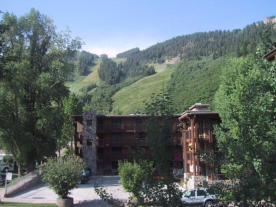 Lift One Condominiums: Exterior