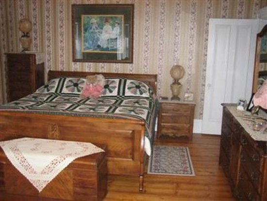 A Seafaring Maiden Bed and Breakfast: Guest Room (OpenTravel Alliance - Guest room)