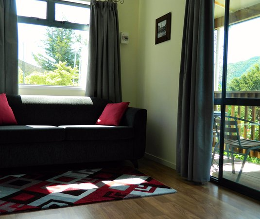 Motueka, New Zealand: Each chalet has a double sofa bed in the seating area, which can suit two extra guests