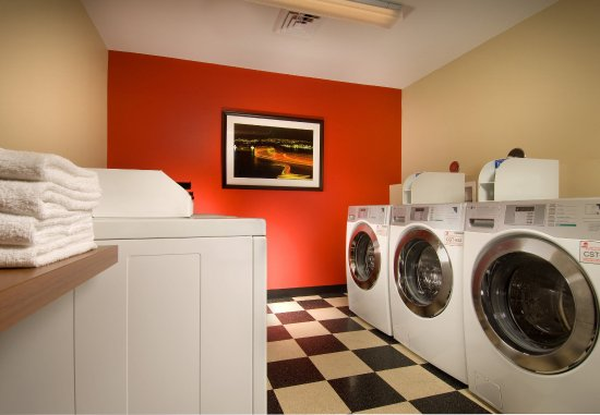 TownePlace Suites San Antonio Downtown: Onsite Laundry