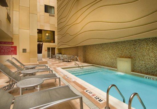 TownePlace Suites San Antonio Downtown: Indoor Pool