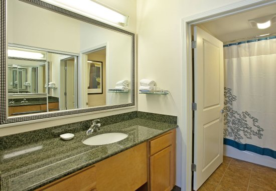 Branchburg, NJ: Guest Bathroom