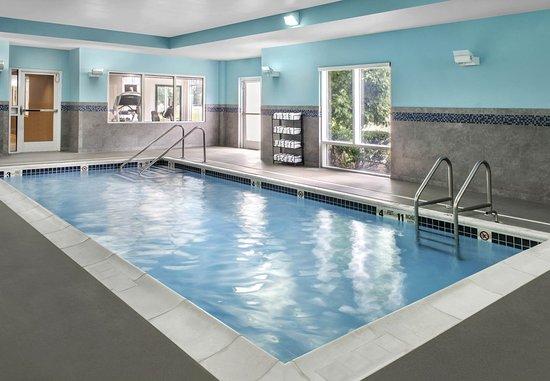 Bellport, نيويورك: Indoor Pool