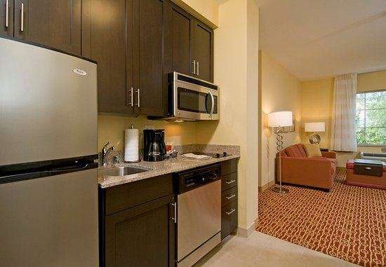 Vista, CA: Suite Kitchen