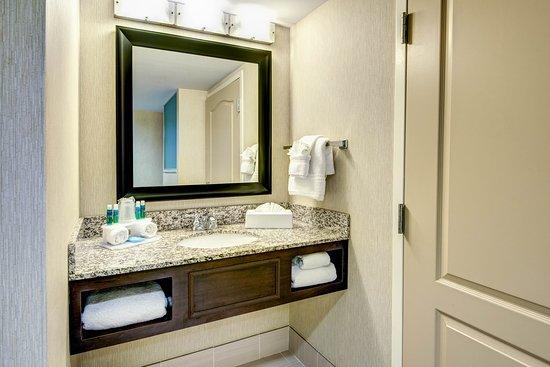 Neptune, นิวเจอร์ซีย์: King Suite Bathroom