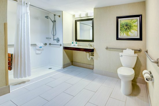 Neptune, NJ: Accessible King Bed Suite Bathroom