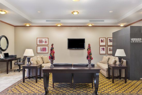 Apex, Kuzey Carolina: Relax in our comfortable Hotel Lobby