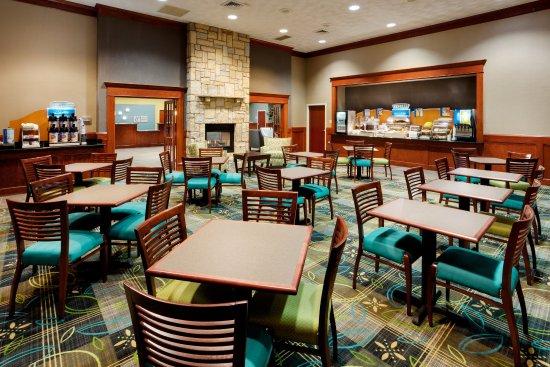 Smithfield, RI: Breakfast Area