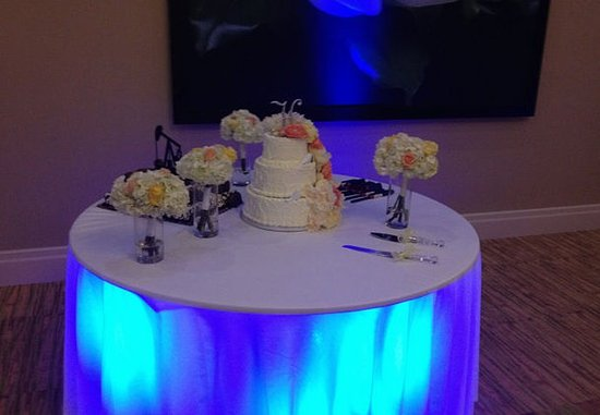 Warner Robins, GA: Wedding Details - Lighted Cake Table