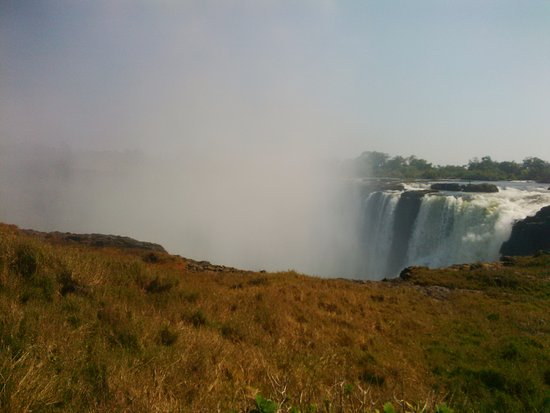 A'Zambezi River Lodge : The Smoke that Thunders