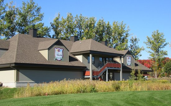 Bureau administratif du golf Picture of Golf de la Faune Quebec