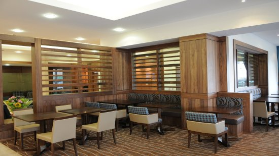 Holiday Inn Express Sheffield City Centre: Relax and unwind in one of our comfortable seating in the lobby