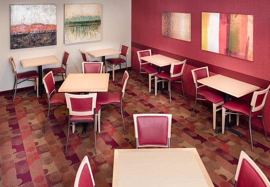 North Kingstown, RI: Breakfast Dining Area
