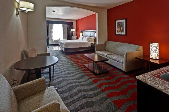 Holiday Inn Express Hotel & Suites Wichita Northwest Maize K-96: King Suite