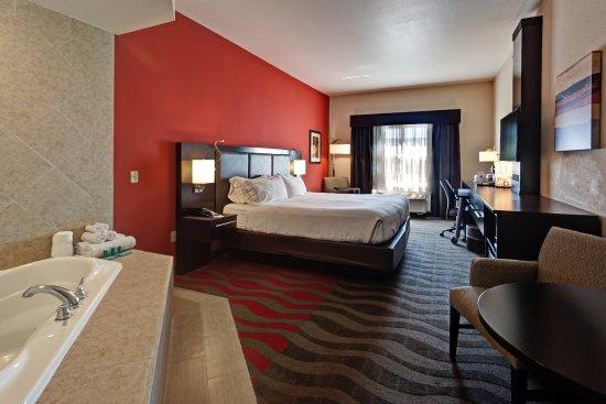 Holiday Inn Express Hotel & Suites Wichita Northwest Maize K-96: King Jacuzzi Suite