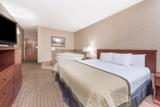 Baymont by Wyndham Indianapolis South: King Spa Room