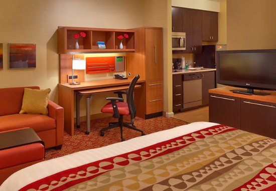 Elko, NV: Studio Suite Work Desk & Kitchen