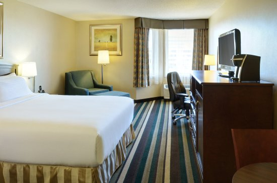 Holiday Inn Conference Ctr Edmonton South: Queen Bed Guest Room