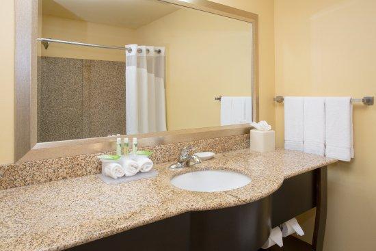 Thornton, CO: Guest Bathroom