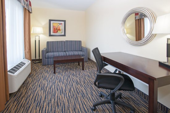 Thornton, CO: Attached study through doorless entry - 2 Room King Guestroom