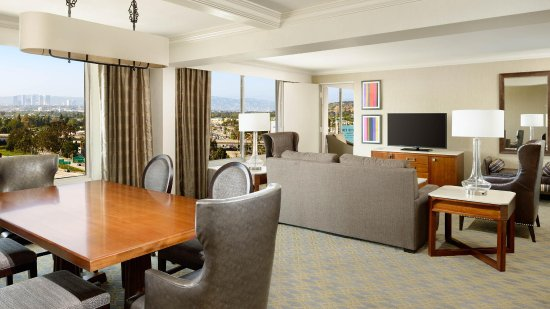 Culver City, CA: Presidential Suite Dining Table/Bar
